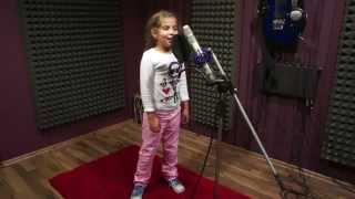 Девочка поет под дабстеп.Слушать всем!.(, 2012-12-20T13:50:21.000Z)