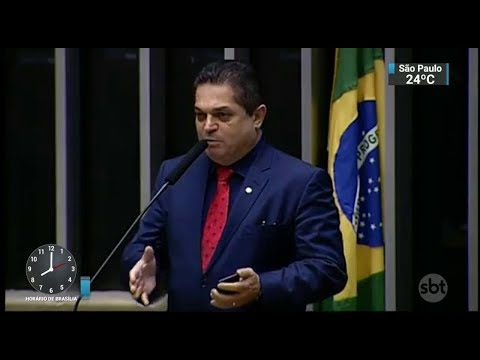Deputado João Rodrigues é preso ao desembarcar no Brasil | SBT Brasil (08/02/18)