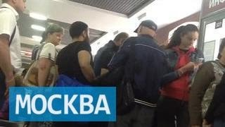 В Московском паспортно-визовом центре действует странная система платных услуг