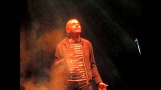 """Underworld performing """"Mmm... Skyscraper, I Love You"""" live at Hamme..."""