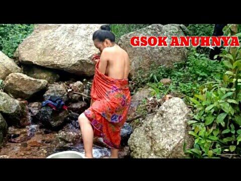 NGINTIP CEWEK CANTIK MANDI DI SUNGAI || BODINYA MONTOK BANGET
