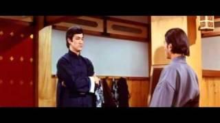Bruce Lee - Tomboló ököl(00h16m00s-00h16m23s).avi