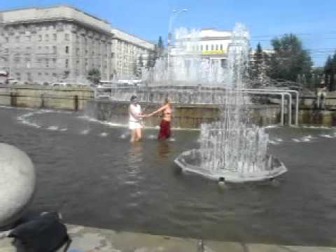 купание в фонтане