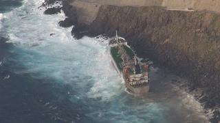 タンカー座礁、乗組員無事 鹿児島の諏訪之瀬島