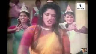 Mousumi hot spicy saree navel hip seducing scene