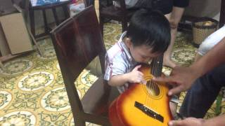 Henry 20 months plays guitar