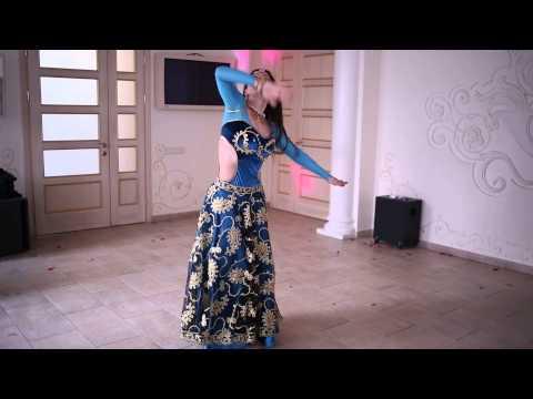 Indian dance by Anjali Ross. Guru - Tere bina song.