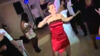 Прикол на свадьбе   Девушка отжигает Ржач гарантирован