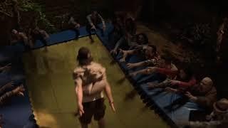 Смешной момент из фильма скауты против зомби