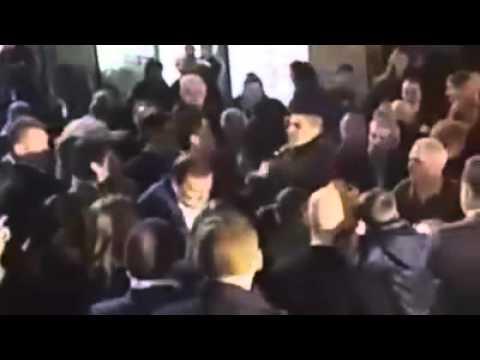 Un joven le pegó una piña al presidente Rajoy
