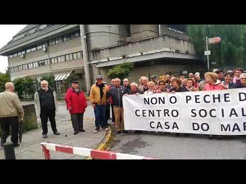 Concentración de los jubilados y pensionistas de la Casa do Mar por el cierre de su sede