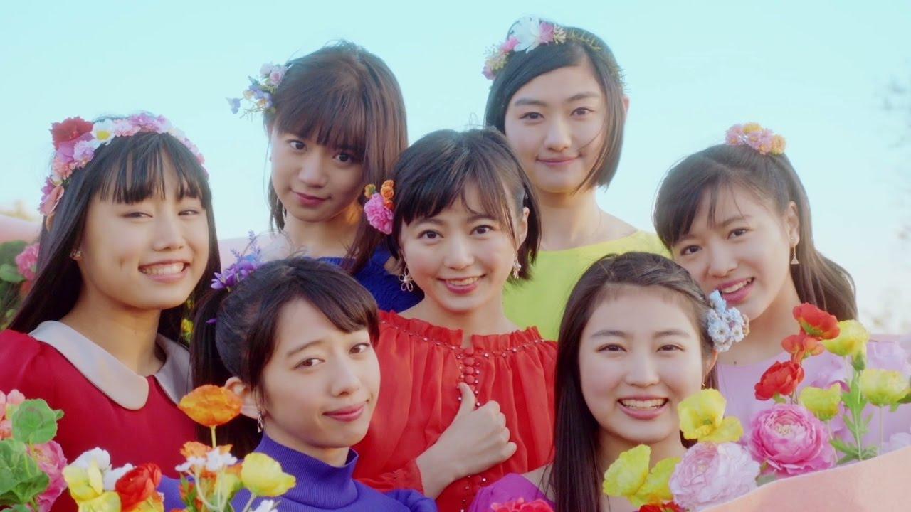 花に囲まれた私立恵比寿中学