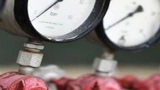 Установка приборов учета. Утро с Губернией. GuberniaTV(Коммунальные платежи для тех, у кого не установлены счетчики на воду, скоро начнут расти в геометрической..., 2014-10-06T00:37:46.000Z)