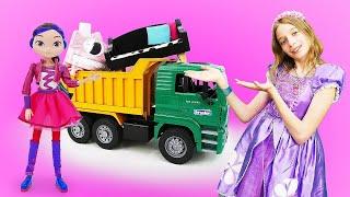 Куклы Сказочный Патруль иПринцесса София выбирают мебель— Шоу София Прекрасная , видео скуклами