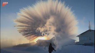 Lo spettacolo dell'acqua bollente che si trasforma in cristalli di ghiaccio