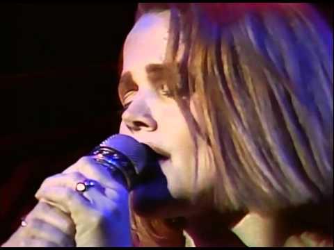 Belinda Carlisle - I Get Weak (Runaway Horses Tour '90)