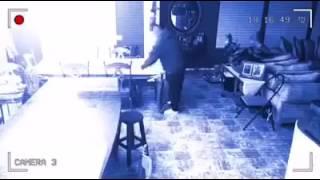 Hantu penanggal terlanggar meja