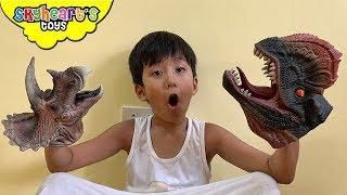 Dinosaur Puppet Battle!
