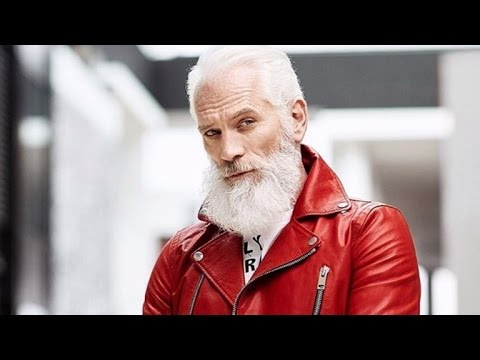 Mall Ditches Traditional Christmas Photos for Hot, Skinny Santa Selfies
