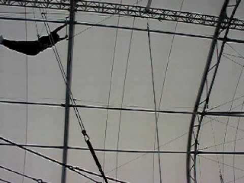 Trapeze School NY Wendy Farrell video 15JUL10 2.MOV