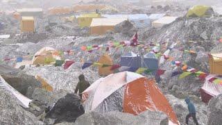 Everest, troppo traffico sulla vetta, 10 morti in una settimana