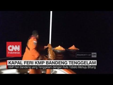 Evakuasi Penumpang KM Feri Bandeng yang Tenggelam