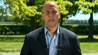 Repeat youtube video Cory Booker full State of the Union interview