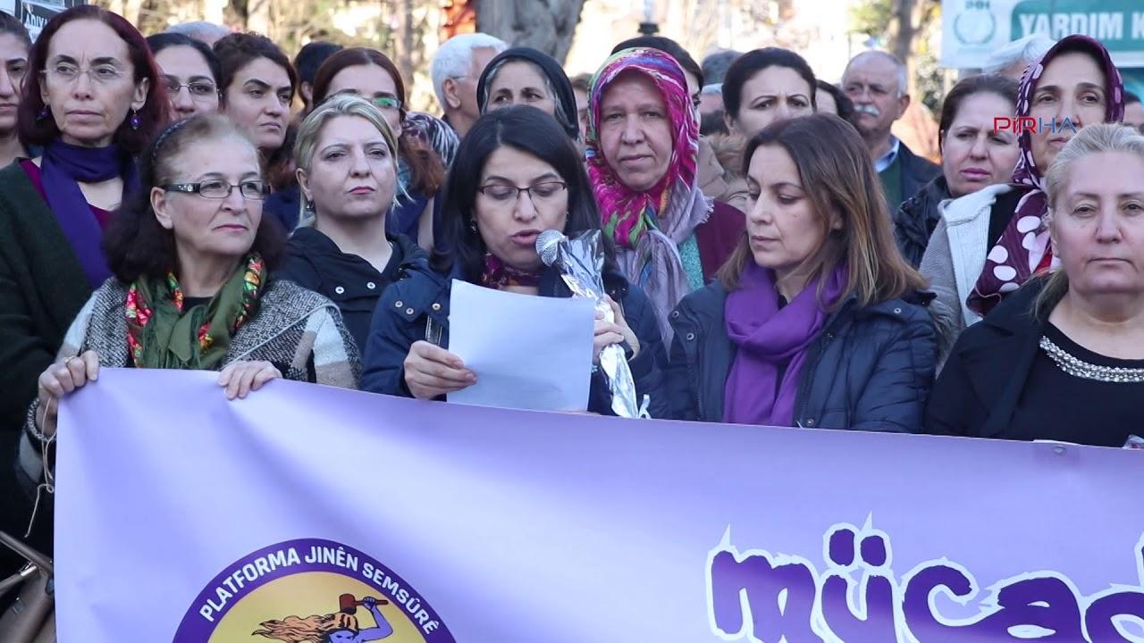 Adıyaman'da davul zurna eşliğinde kadınlar halay çekerek 8 Mart'ı kutladı