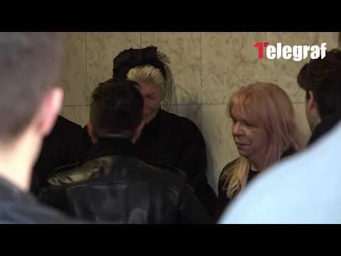 Marija Šerifović najduže grlila Jelenu dok joj je izjavljivala saučešće