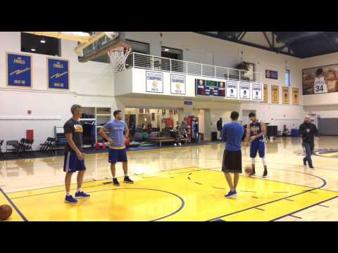 Stephen Curry shooting, Kevon Looney (left hip strain) on stationary bike, Warriors (62-14) practice
