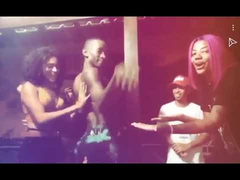 "Ludmilla dançando ""Mc Beyonce - Zoeira dos amigos"" com seus amigos"