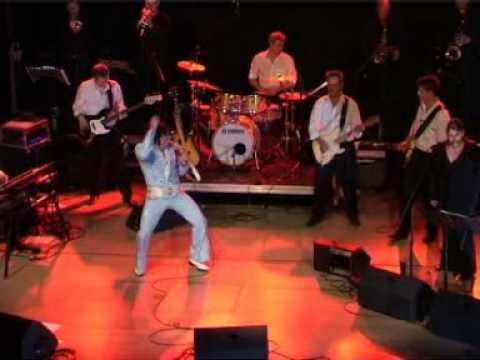 "Elvis, Reiner Kowalski live on stage ""Walk a Mile in my Shoes"""