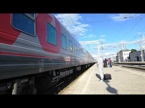 ЭП1М-615 со скорым поездом №49 Кисловодск Санкт-Петербург прибывает на станцию Невинномысск