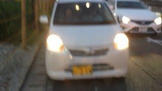 踏切脇の狭い道での危ない運転(3)