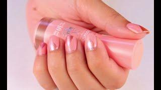 Broskvově růžové nehty s duhovými trojúhelníčky!