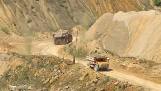BELAZ-7547 haul trucks in quarry. Самосвалы БелАЗ-7547 в карьере