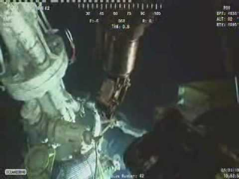 BP Deepwater Horizon Disaster: Robot loses Saw - 2nd Robot brings it back. Wow!