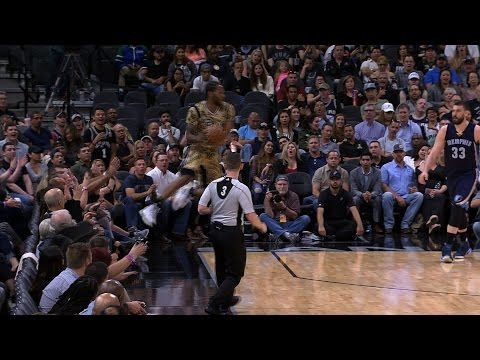 Spurs Go Full-Court Without Dribbling! March 23, 2017