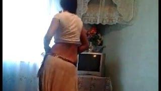 (VIDEO) - Gipsy girl dances belly dance!