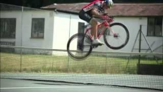 Горный велосипед трюки(Ребята выполняют трюки на горном велосипеде., 2015-06-16T19:50:49.000Z)