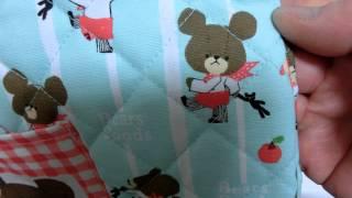 ジャッキーが赤いスカーフを付けてくまの人形を連れています。 Jackie attaches a red scarf and is taking the doll of the bear. 【Kids goods】くまのがっこう...