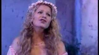 Andre Rieu introduces Mirusia Louwerse  -