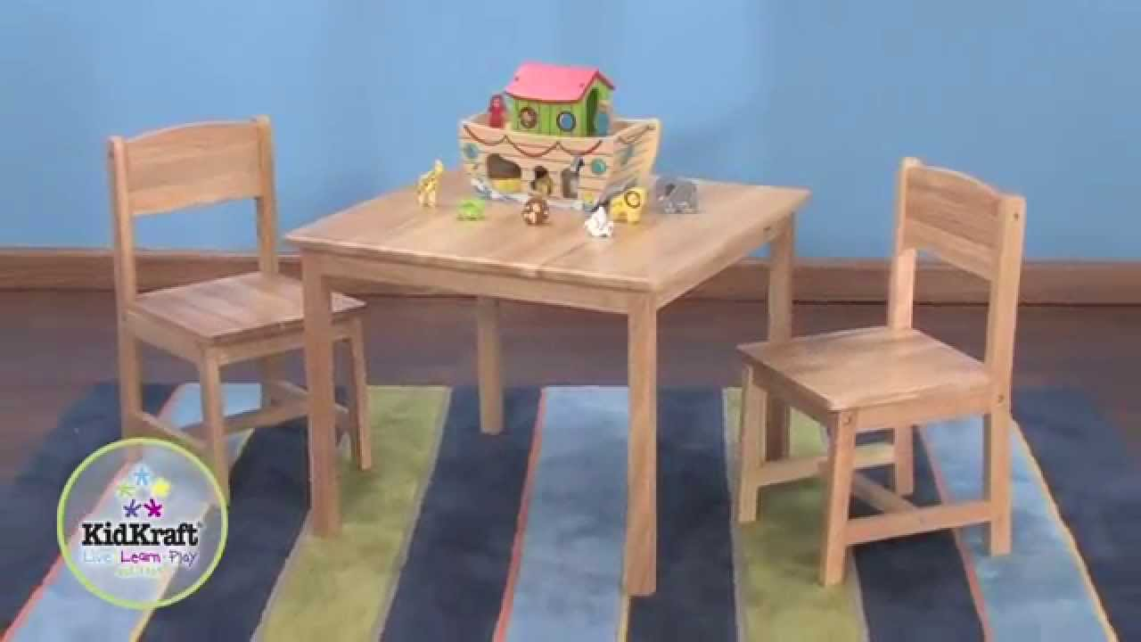 Table pour enfant en bois naturel et 2 chaises youtube for Chaise transparente table bois