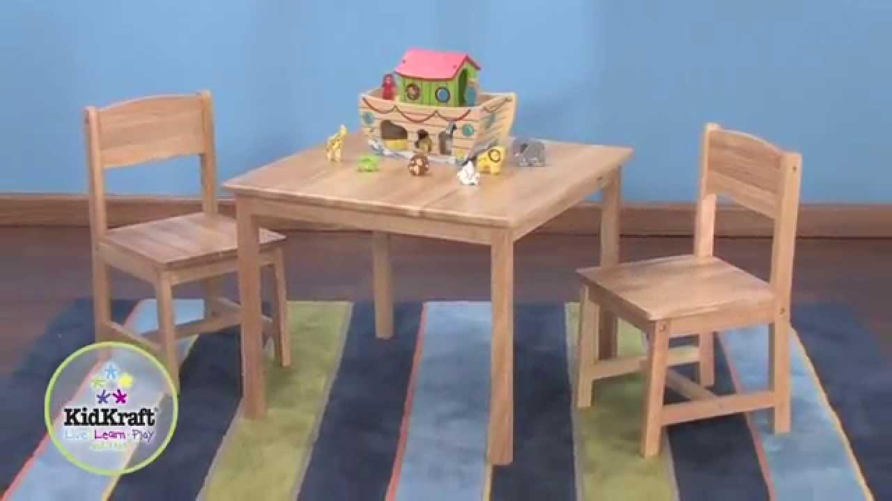 table pour enfant en bois naturel et 2 chaises