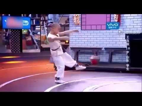 Màn biểu diễn võ thuật khiến Thành Long phải thán phục