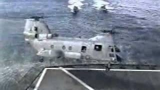 Piloto Erra Manobra e Cai Com Helicoptero Chinook no Mar