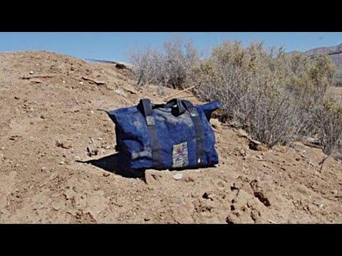 Мужчина остановился и решил проверить, что находится внутри сумки, находка повергла его в шок