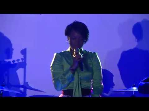 Sandra Mbuyi - Louange
