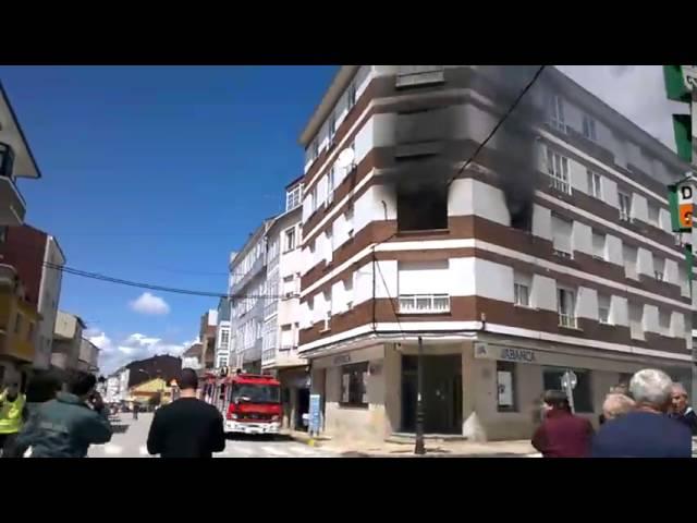 Salta desde un segundo escapando de un fuego declarado en Escairón