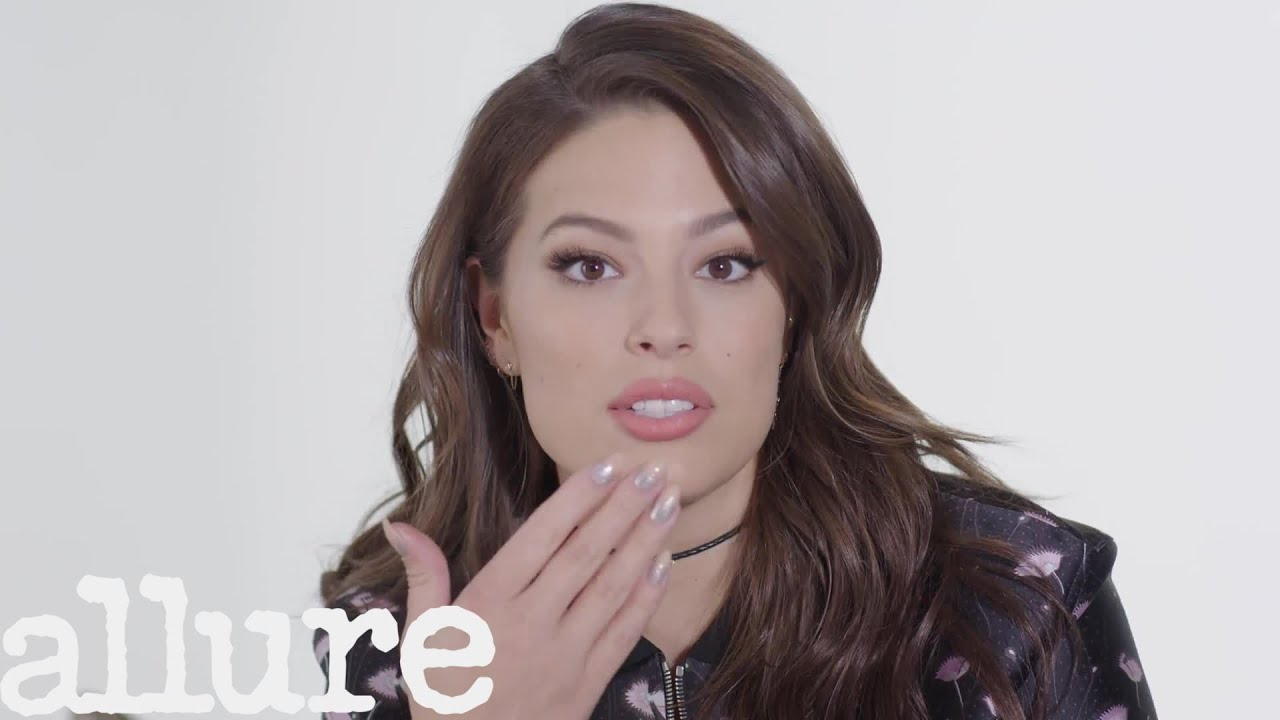 ashley graham has the most organized little purse you ll ever see